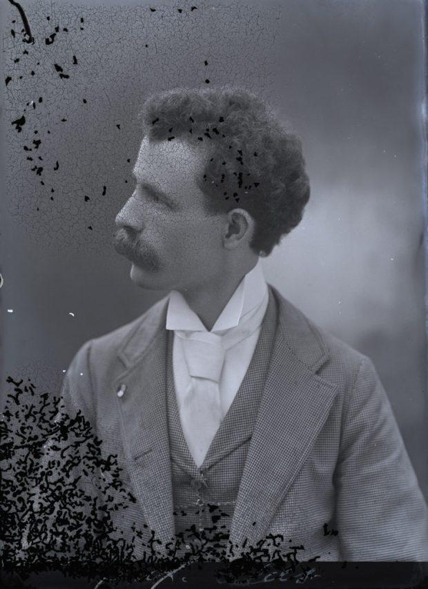 Henry Grant Olds (1869-1943) Autorretrato